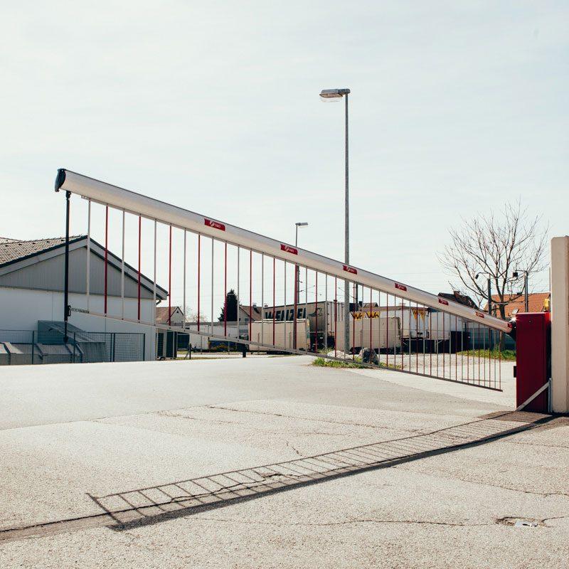 Die Barriere spielt in den Bereichen Verkehrstechnik und Vandalismus eine wichtige Rolle.